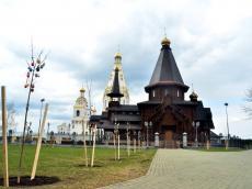 В Храме-Памятнике волонтеры посадили клены