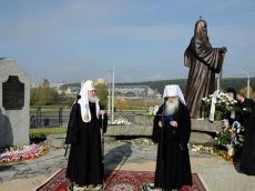Патриарх Кирилл освятил памятник Патриарху Алексию и посетил Храм-памятник в честь Всех Святых