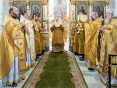 В праздник апостолов Петра и Павла настоятель Всехсвятского прихода сослужил митрополиту Павлу в Свято-Духовом Кафедральном соборе