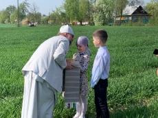 Федор Повный привез благодатный огонь в Дрогичинский район. Ему показали обряд «Стрилка»