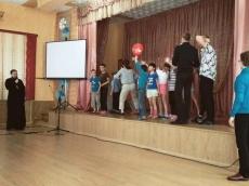 Молодежь Всехсвятского прихода привезла праздник в Руденский детский дом