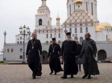 Митрополит Саратовский и Вольский Лонгин посетил Храм-Памятник в честь Всех Святых