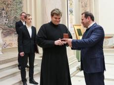 Министр обороны Армении посетил Всехсвятский Храм-Памятник