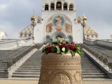 Новые колокола подняли на звонницу Храма-памятника в честь Всех Святых